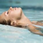 Šta uzrokuje grčeve u mišićima tokom plivanja?
