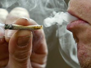 0_61_320x240_smoking_joint-thumb-320x240