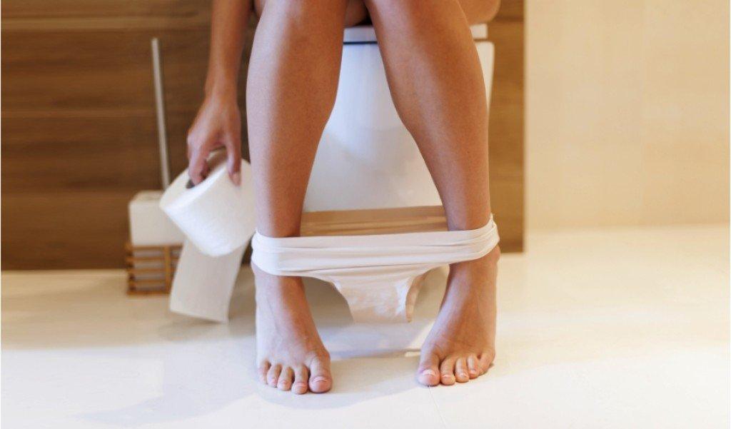 61112826-stolica-probava-wc-zahod-toalet-papir