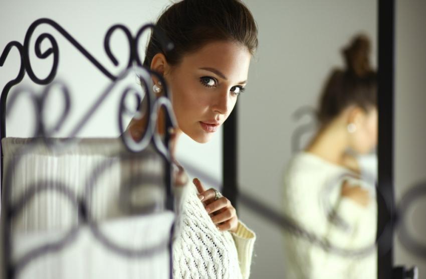 devojka-ispred-ogledala-1445098141-70670